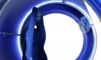 Кресло движется в руках джойстик VR FutuRift