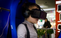 веселое развлечение на аттракцион виртуальной реальности Oculus Rift