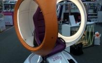 Oculus Rift CV1 в круглом оранжевом аттракционе