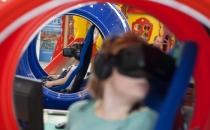 Детский развлекательный аттракцион в очках виртуальной реальности