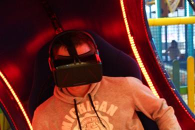 Мужчина в VR очках