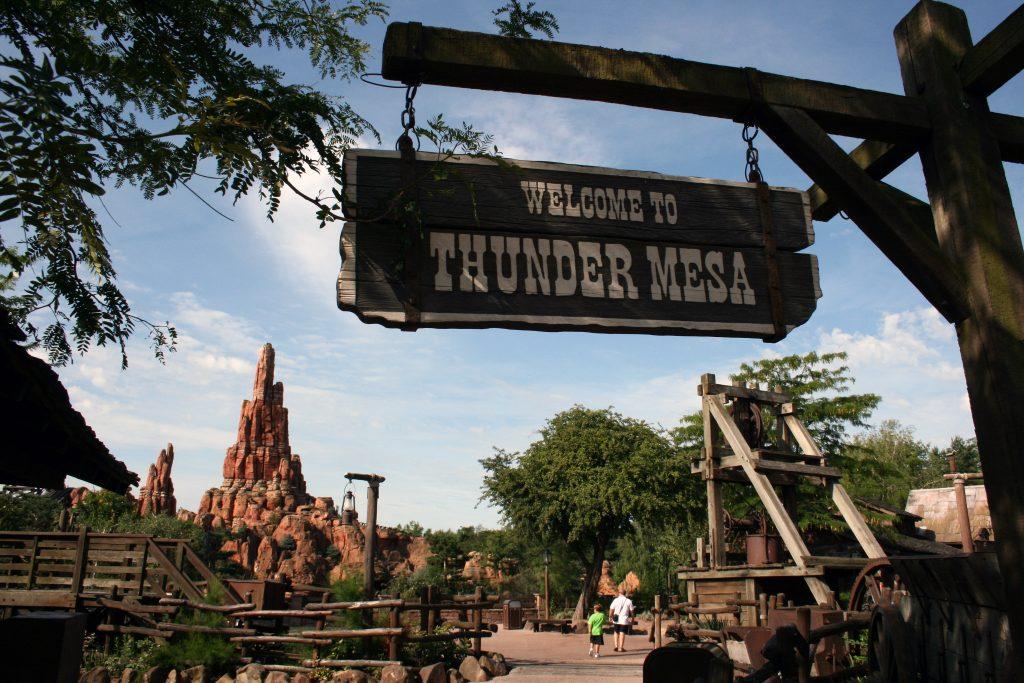 Sommerspaß-in-Europas-besten-Themenparks-Frontierland_Disneyland_Paris_France